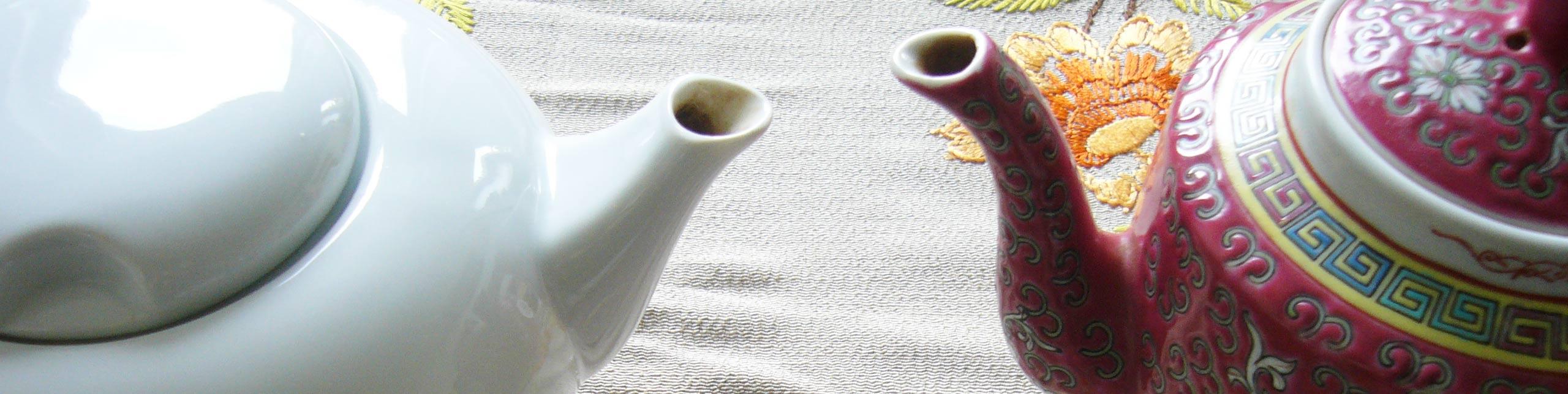 About und warum - Slow Design Blog im Dialog von zwei Teekannen