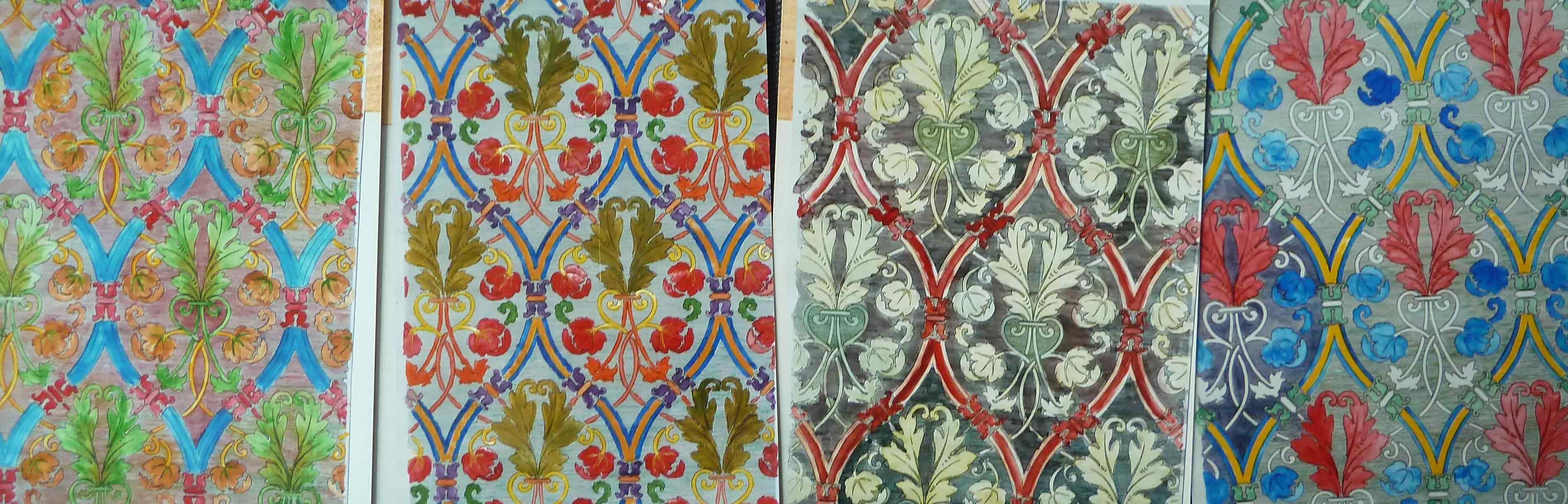 vier Bilder mit verschiedenen Farbgebungen der Muster