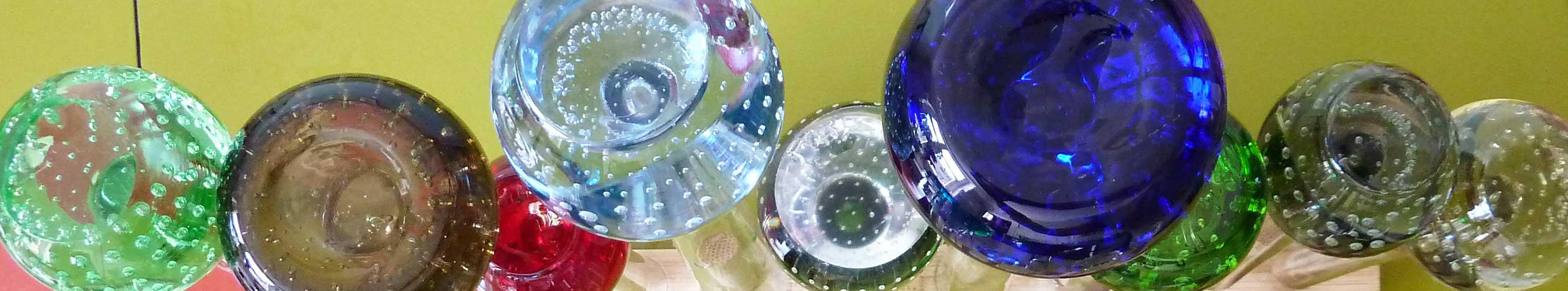 Kugel aus Glas mit Luftblasen