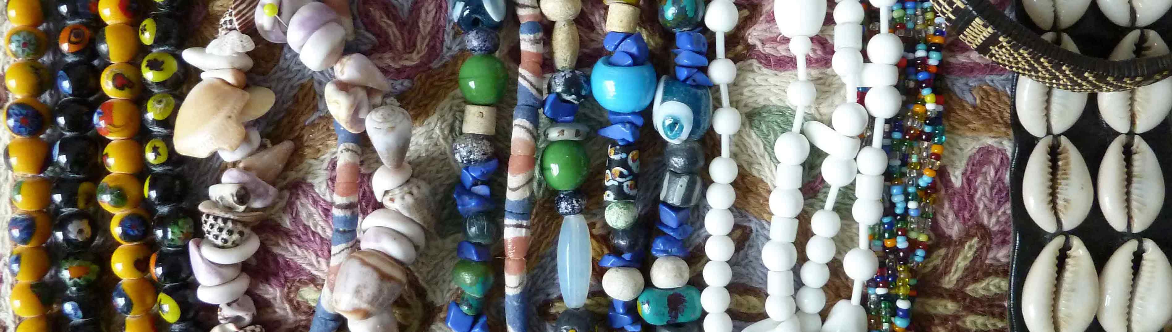 Schmuck aus Perlen, Glasperlenketten aus aller Welt
