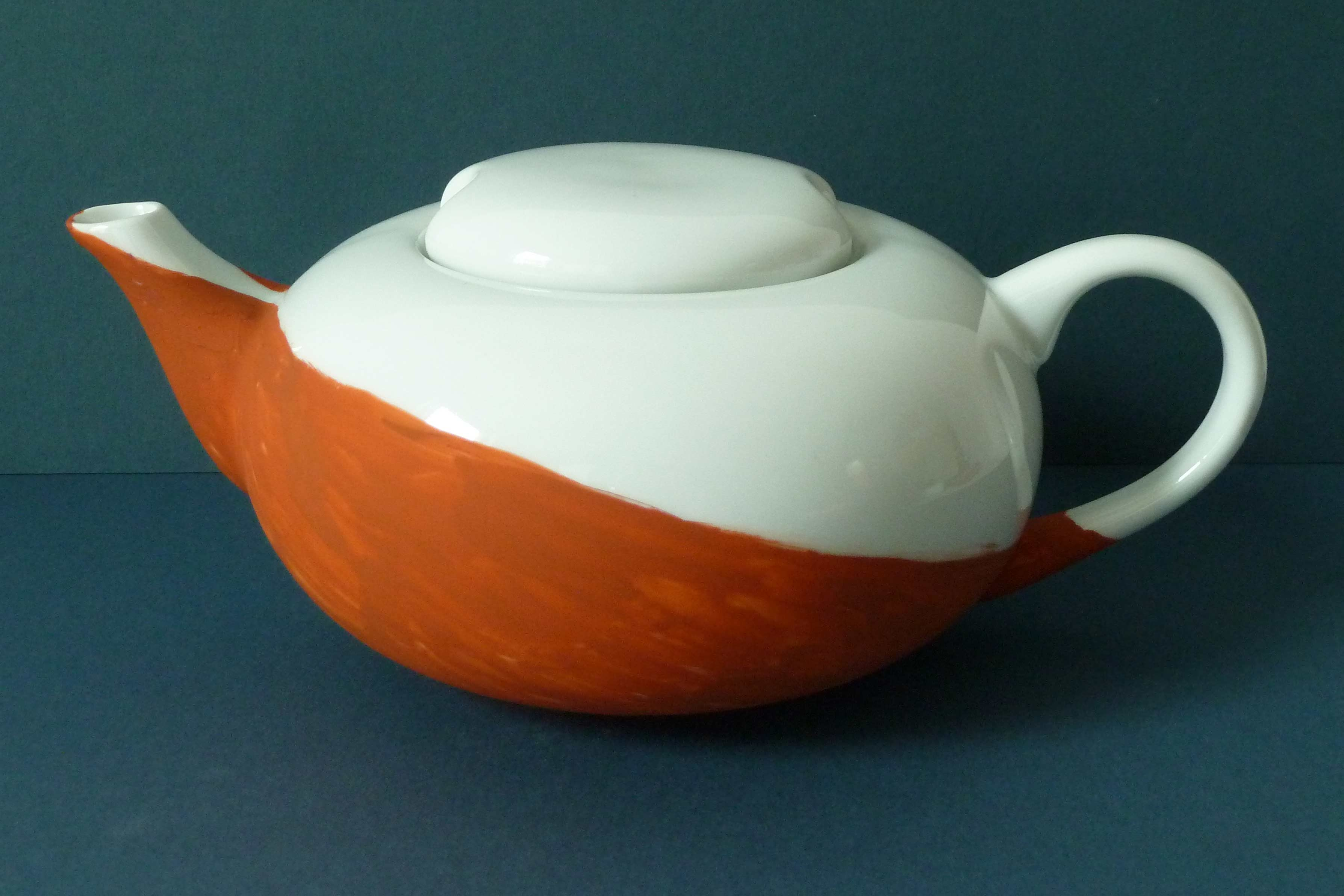 Weiße Teekane bemalt Darjeelig