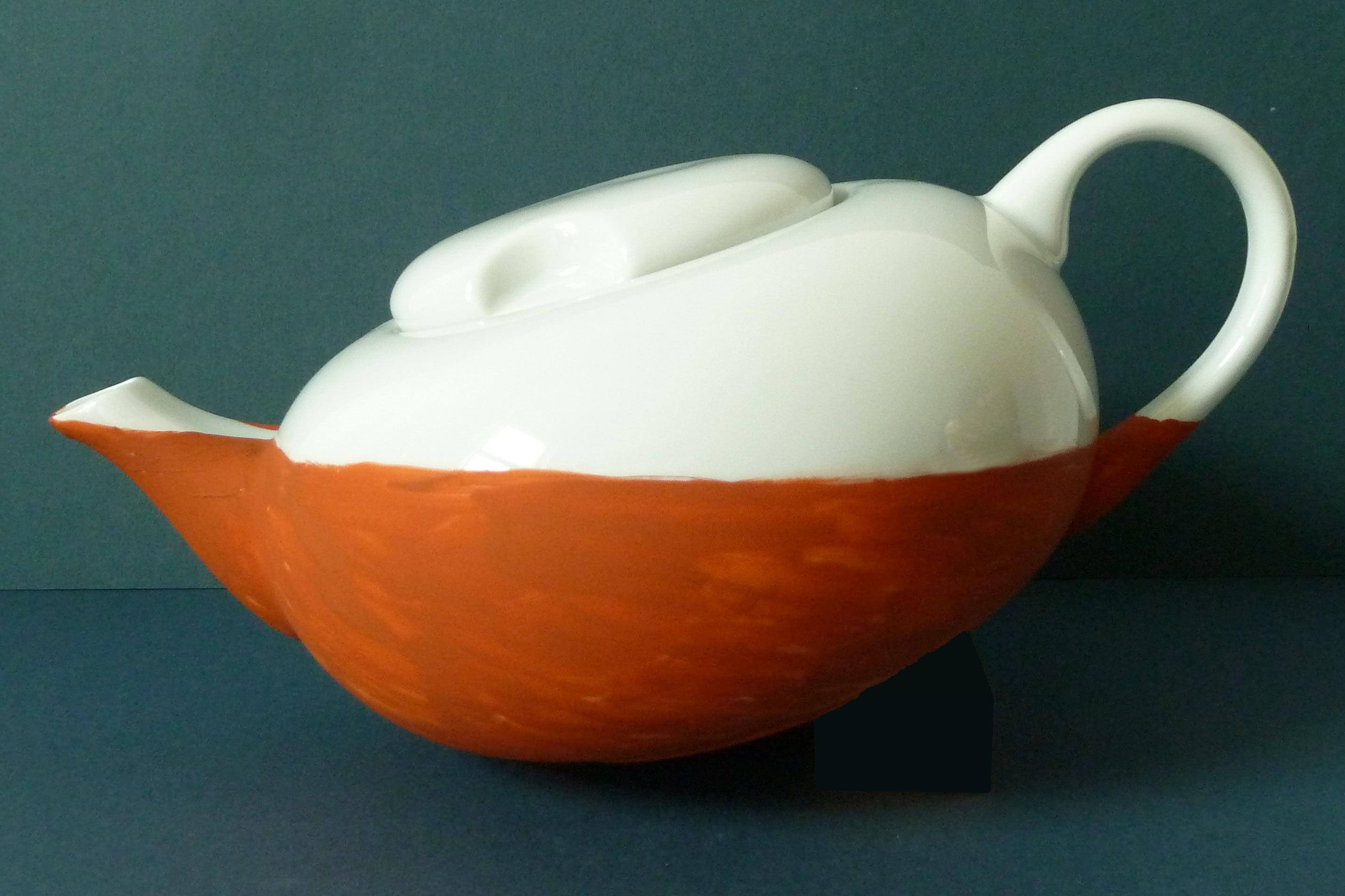 weiße Teekanne Darjeeling Tee